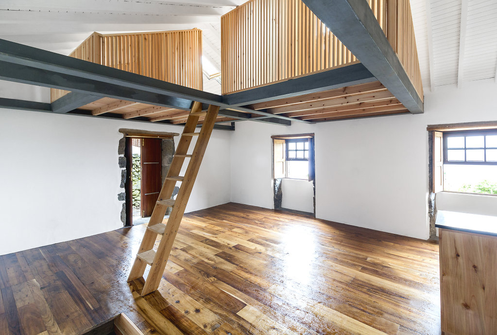 House in Capelo by hÔm Arquitectura